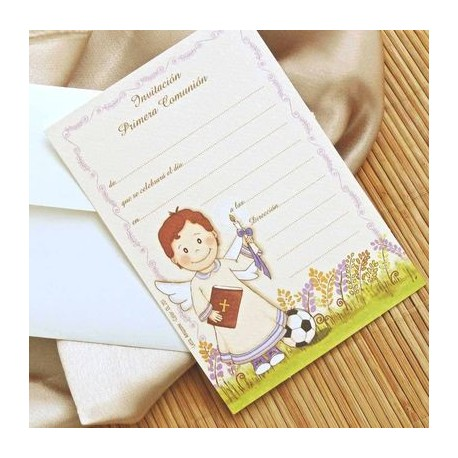 Invitacion de comunión niño sonrrisa con libro, cirio y balón