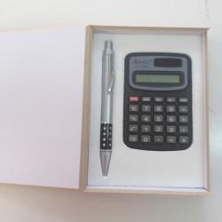 Estuche calculadora y bolígrafo