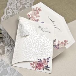 Invitación de boda corazón flores