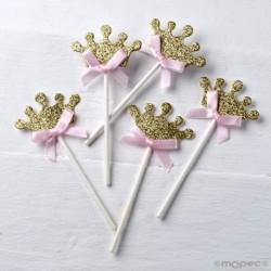 Pic corona dorada lazo rosa