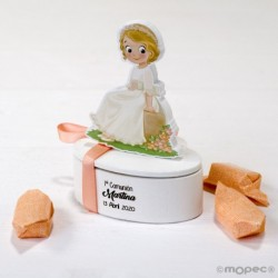 Joyerito imantado niña Comunión sentada 2 caramelos