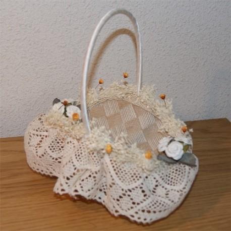 Cesta de arras hecha a mano ganchillo y flores