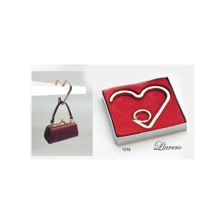 Llavero cuelgabolsos corazón c/caja de regalo plateada. 7 cms