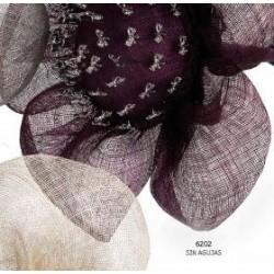 Flor pétalos burdeos presentación agujas
