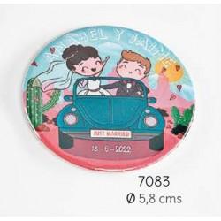 Chapa abrebotellas-imán coche novios personalizada