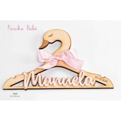 Percha bebé cisne madera con nombre metacrilato rosa y fecha personalizada