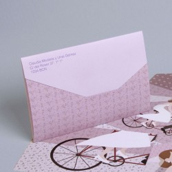 Invitación de boda novios bici morada