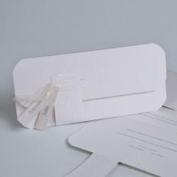 Invitación de boda maleta tribal blanca