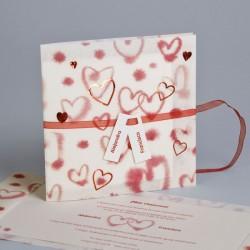 Invitación de boda corazones rojos