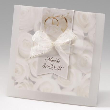Invitación de boda alianzas y rosas