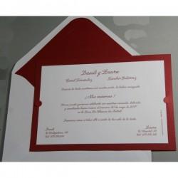 Invitación de boda tarjetón fondo granate