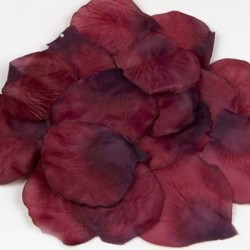 Petalos de rosa granates