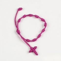 Pulsera-rosario con cruz macramé fucsia