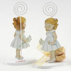 Sujeta tarjetas metal niña vestido blanco